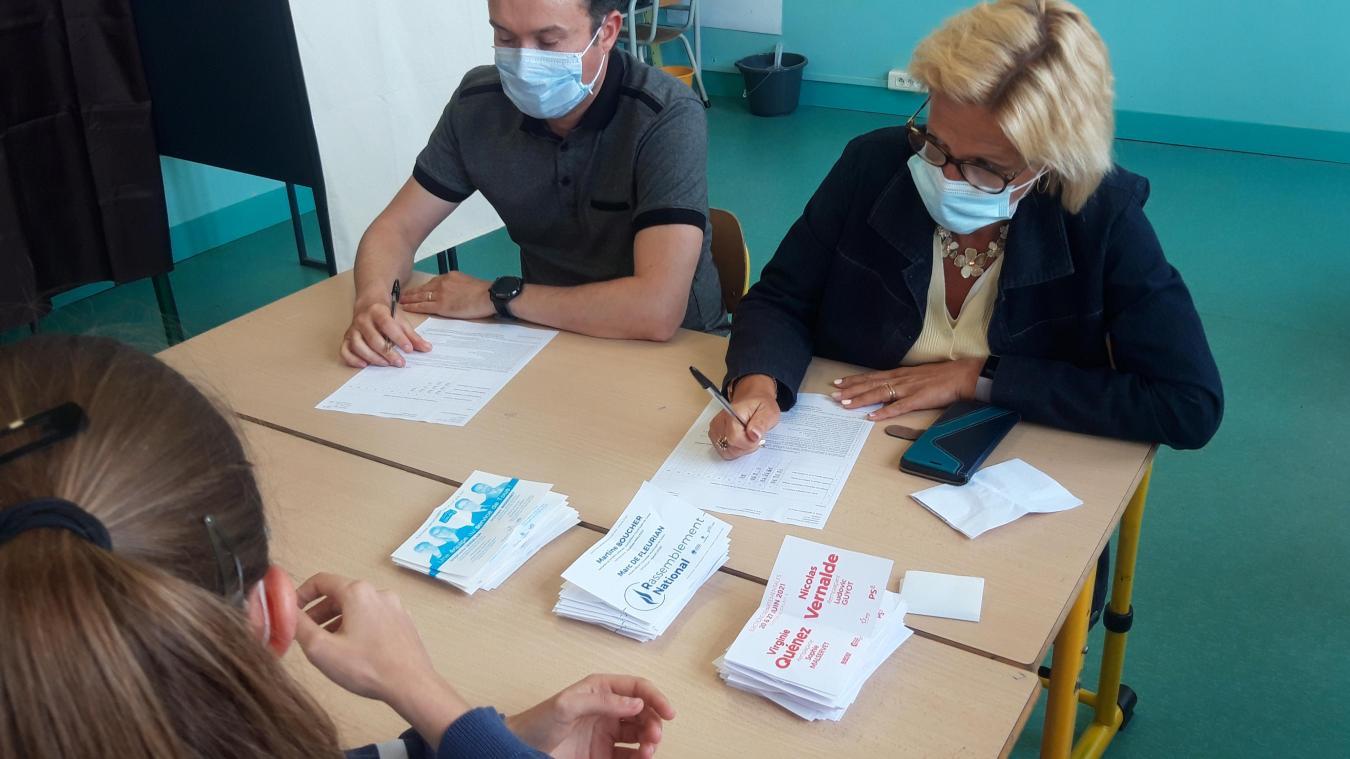 Lors du dépouillement à l'école Parmentier, une affaire rondement menée vu les niveaux de participation.