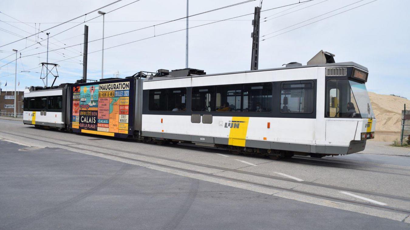 Un affichage de 28 mètres carrés pour faire la promotion du nouveau front de mer de Calais s'affiche jusqu'à la fin de l'été sur le tramway belge, entre La Panne et Knokke, soit sur 67 stations.