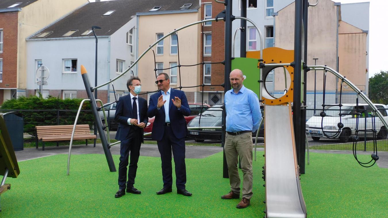 Emmanuel Agius et Hans Ryckeboer, aux côtés de Marmin TP, satisfaits du résultat autant que les résidents.