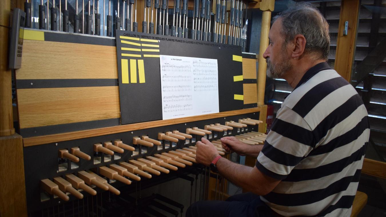 Jacques Martel est le carillonneur de Bergues depuis le 1 er  novembre 1999. Samedi, ce sont d'autres musiciens qui joueront des morceaux toute l'après-midi.