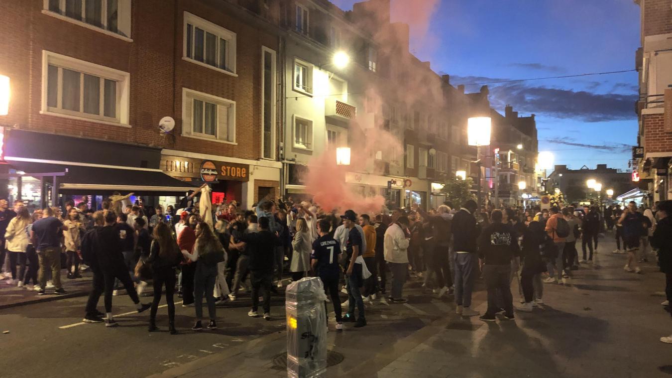 Calais: Après le match de l'Équipe de France, les supporters font la fête rue Royale (vidéo)