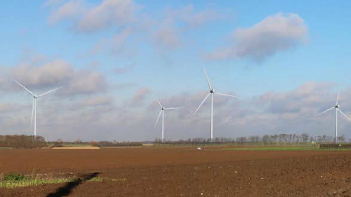 Photomontage de ce que pourrait donner le projet de parc éolien depuis la sortie nord-ouest de la commune de Dury.