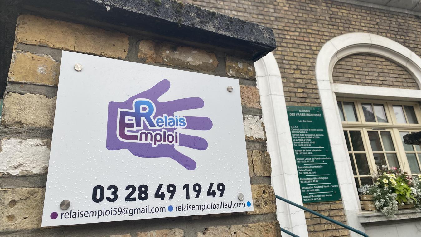 À Bailleul, Relais emploi est une association intermédiaire qui aide les personnes à se remettre sur le chemin du travail. Depuis des années, elle noue un partenariat historique avec la Ville de Bailleul, qui l'emploie pour de petits travaux.