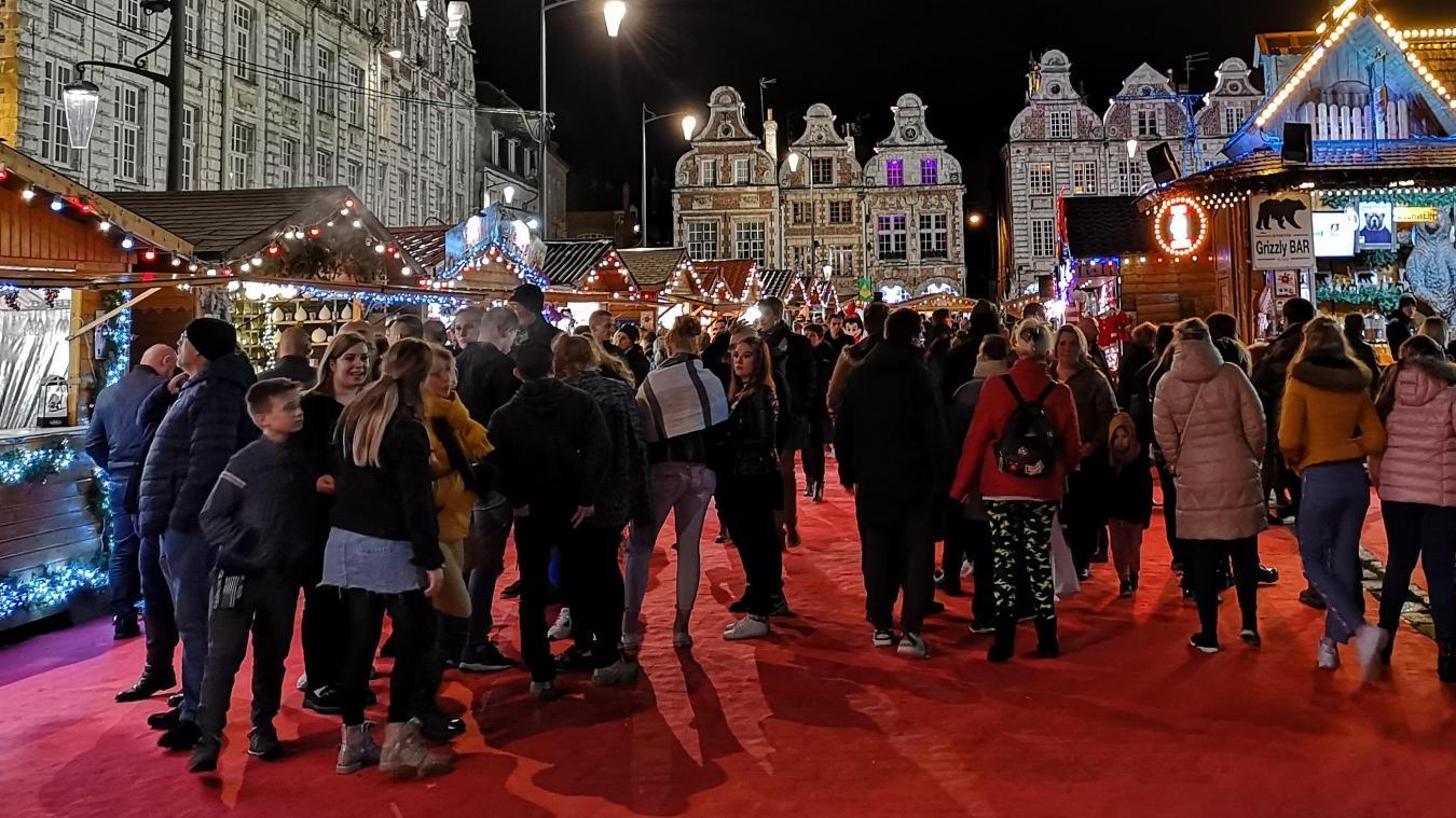 Chaque année, le marché de Noël d'Arras attire des milliers de visiteurs.