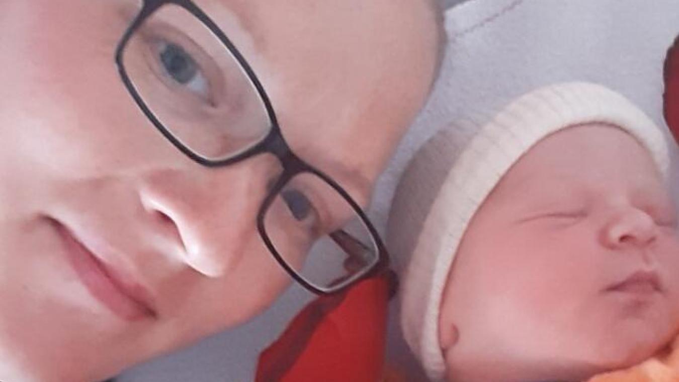 Kloé avec son troisième enfant, Louka, né ce vendredi à Zutkerque.