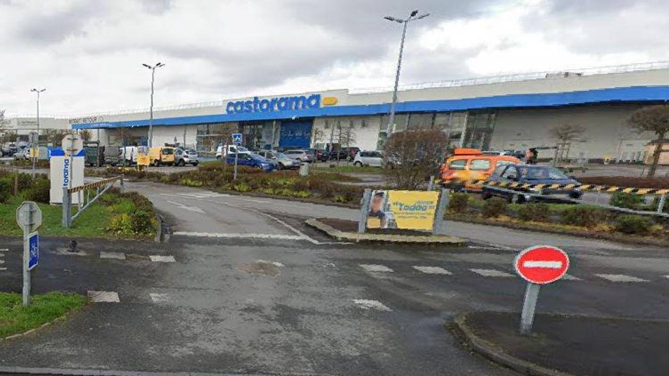 Les sapeurs-pompiers sont intervenus ce vendredi 25 juin dans ce magasin de la zone du Pont Loby, à Dunkerque.