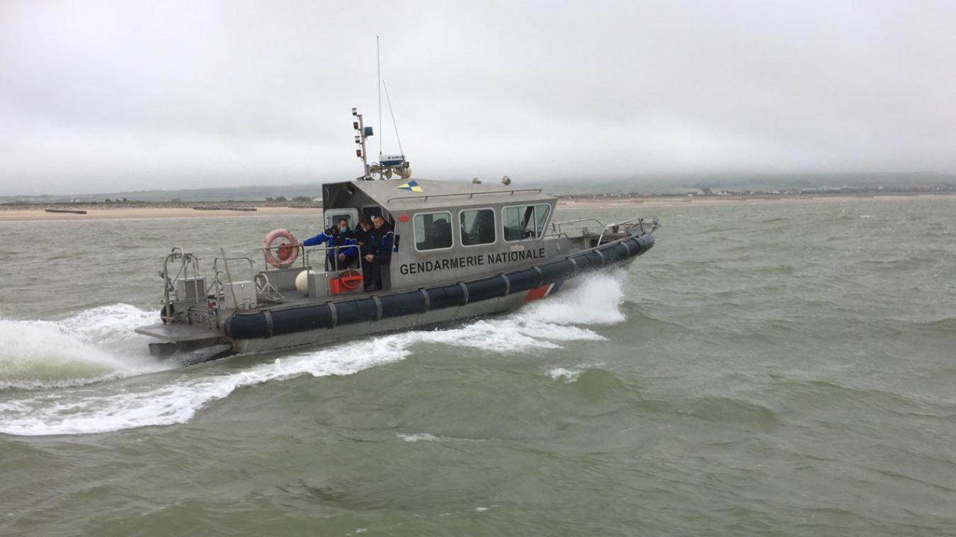 L'Eulimène file ses 25 noeuds (45 km/h) en longeant le rivage des deux caps.