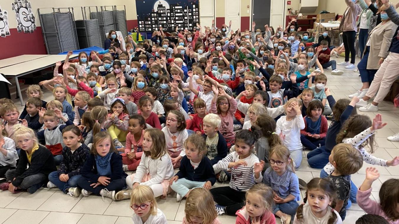Lundi, les élèves de l'école Sainte-Germaine au Pont du Leu à Calais ont fêté la musique.