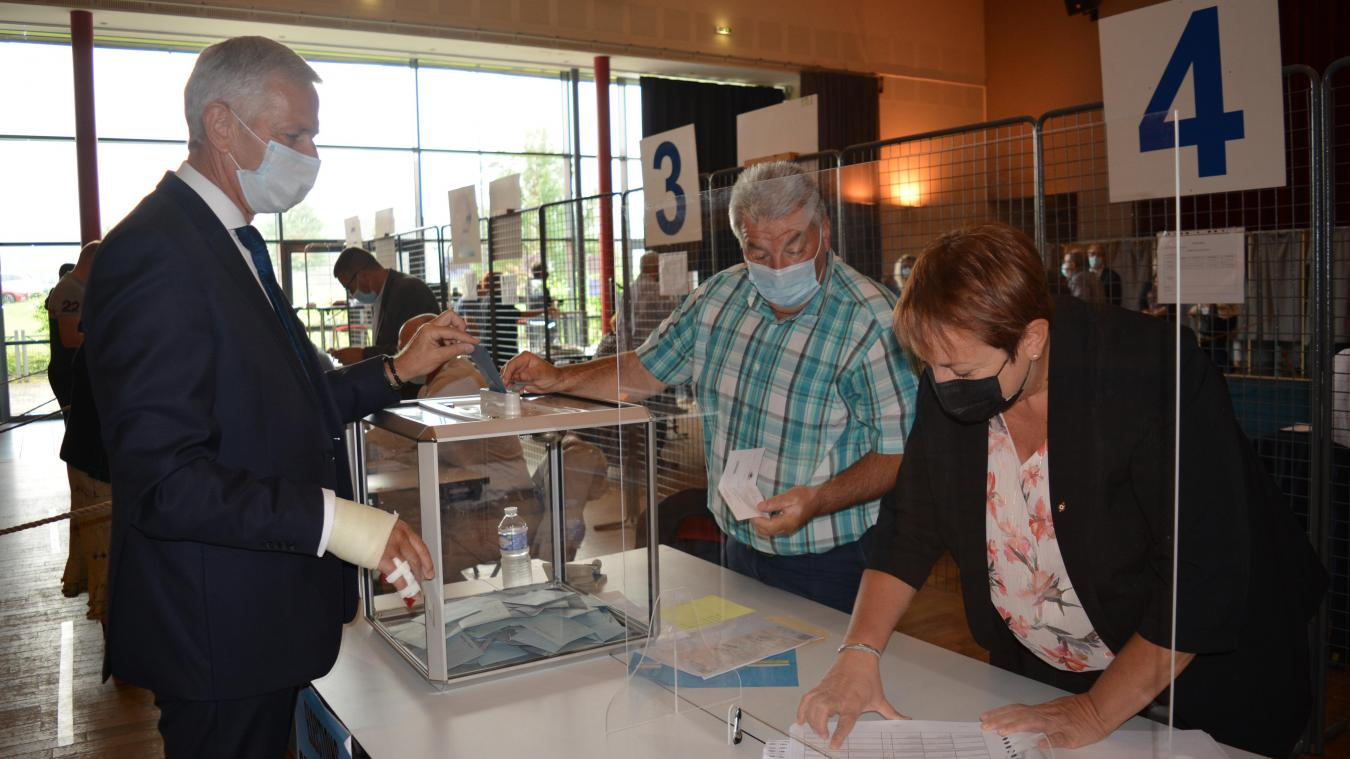 Michel Dagbert a voté à 11h au bureau de l'espace culturel de Barlin.