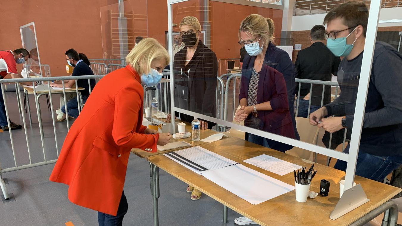 Brigitte Bourguignon a voté au complexe sportif du Pilbois à Desvres ce dimanche matin.