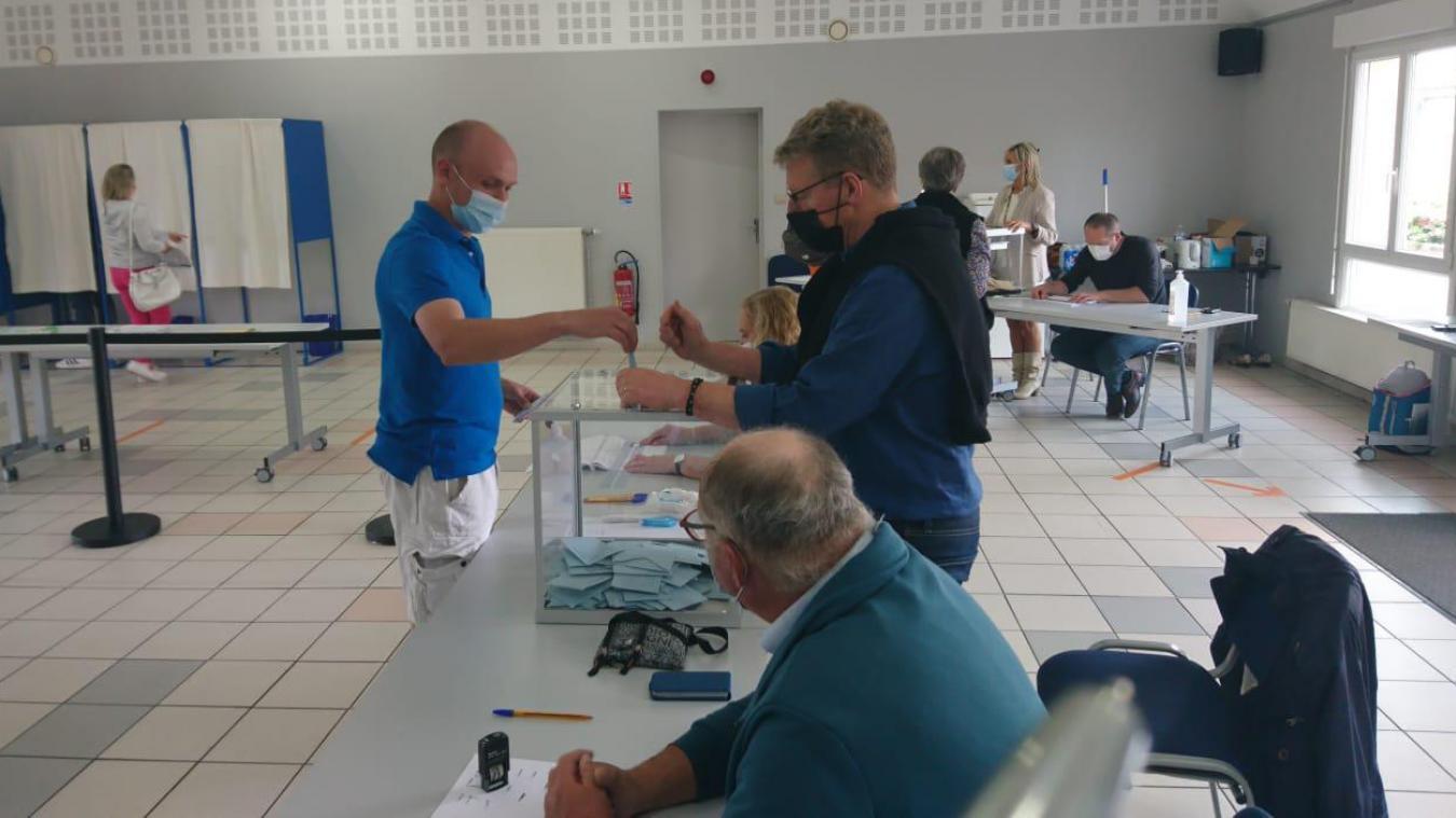 Ce dimanche, à 12 heures, au Bureau 5 d'Oye-plage, il y a eu 188 votants pour les départementales et 187 régionales, sur 870 votants.
