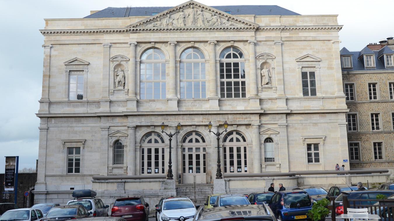 Les faits se sont déroulés aux abords du tribunal de Boulogne-sur-Mer le 26 mai dernier.