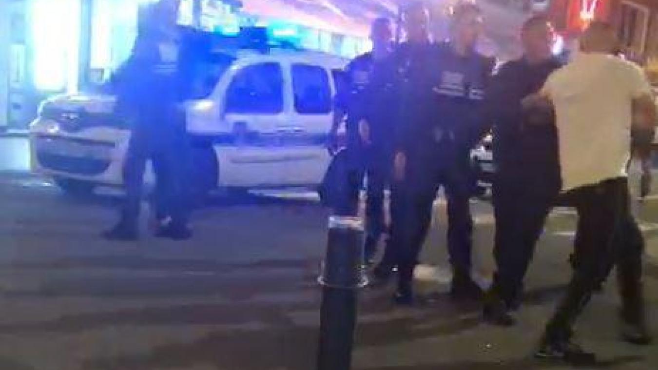 Les policiers municipaux ont emmené l'individu récalcitrant en dégrisement.