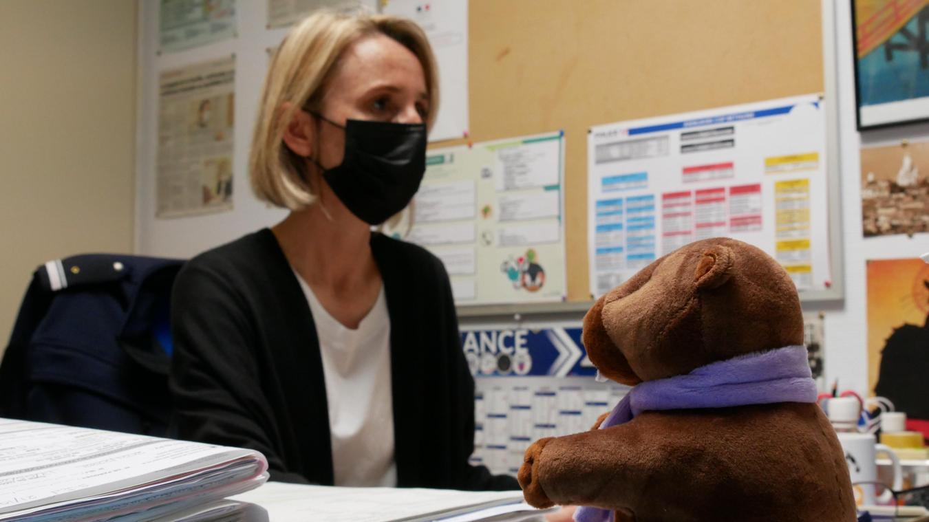 Anne-Sophie Cuvillier, responsable de l'unité, travaille aux côtés de ses collègues pour récupérer la parole des enfants victimes.