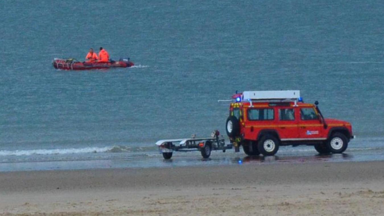 Douze pompiers ont été mobilisés pour secourir les deux personnes prises par la marée.