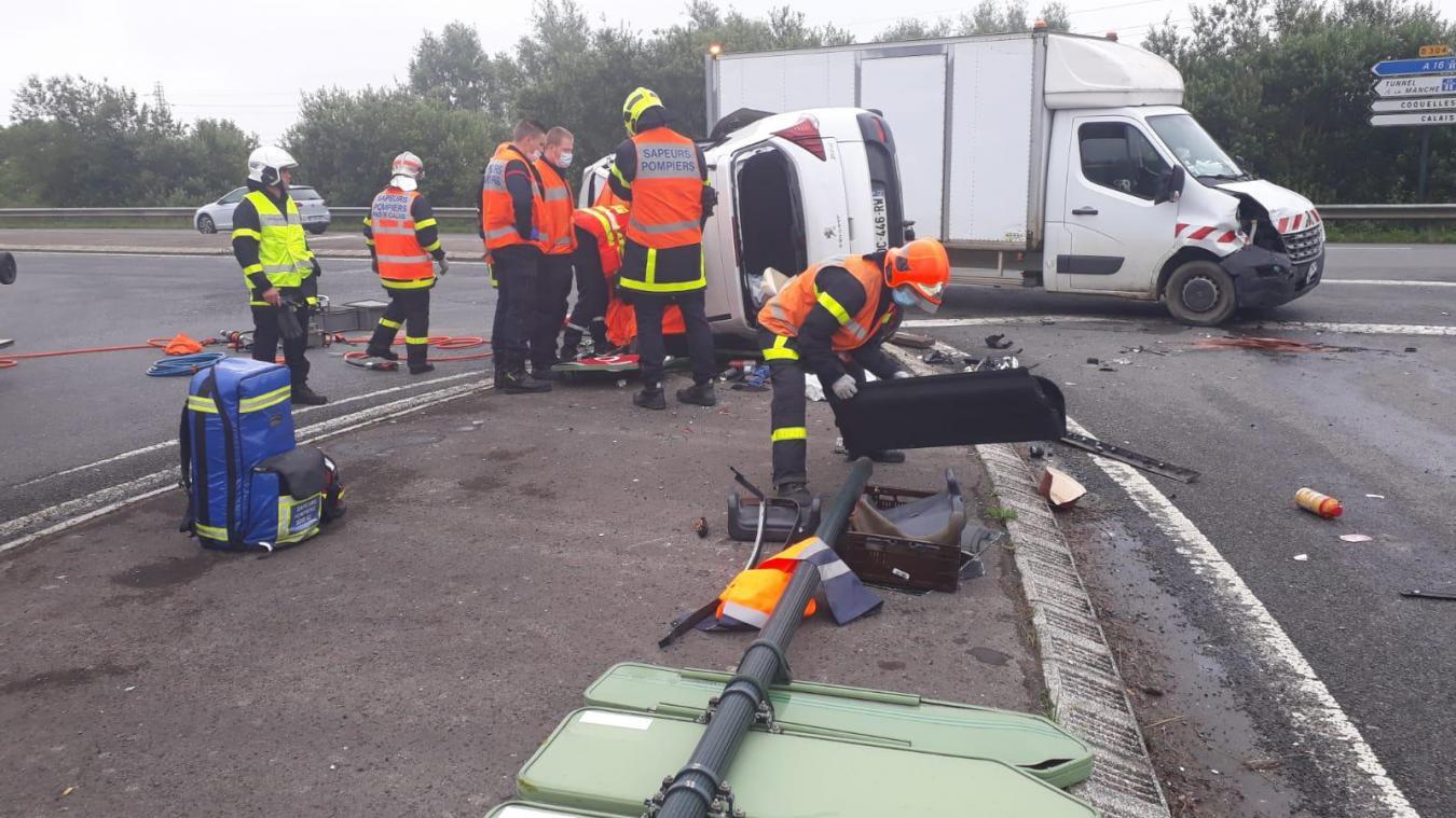Fréthun: collision entre une camionnette et une voiture, un conducteur désincarcéré (vidéo)