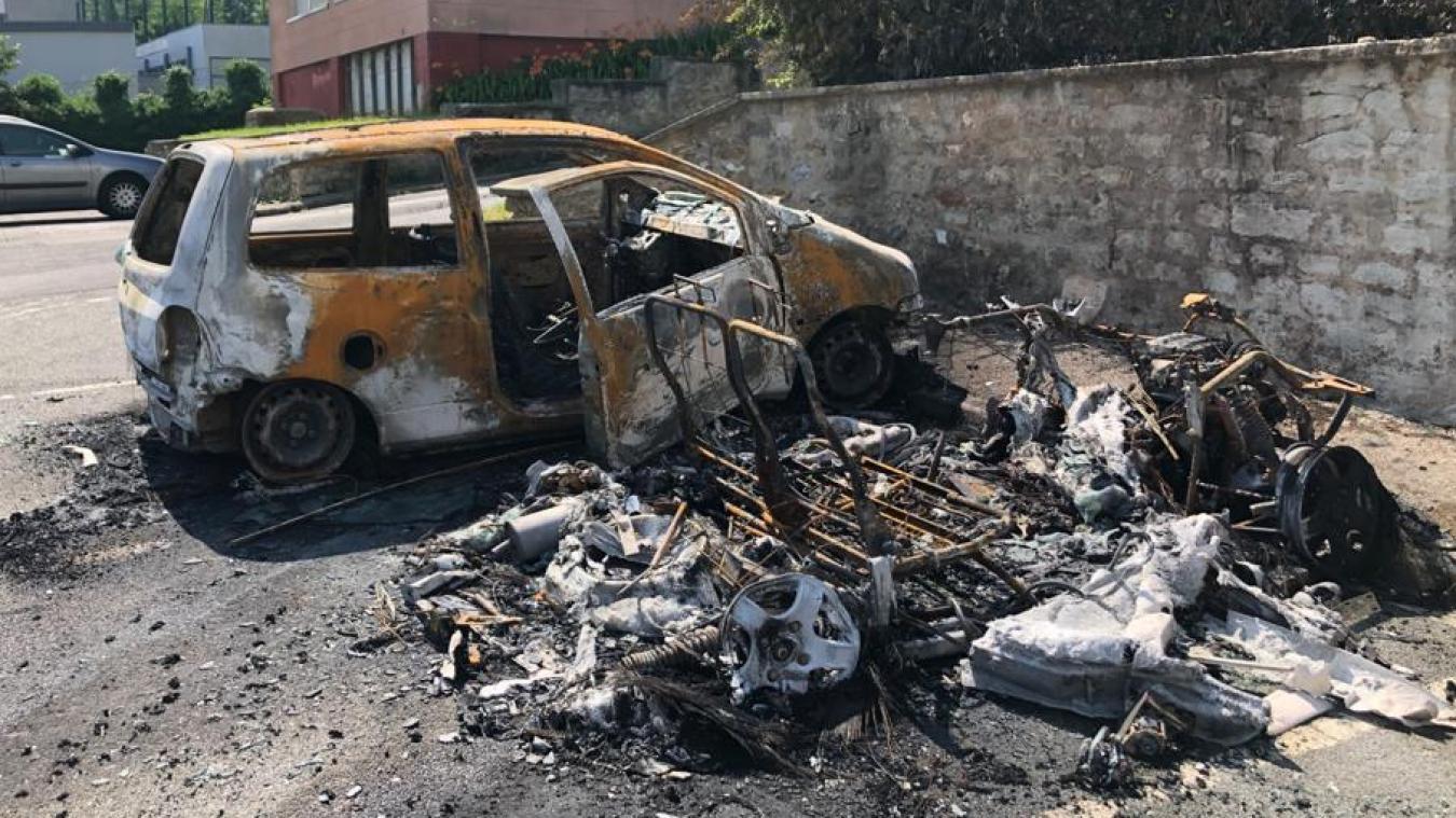 Deux véhicules ont brûlé sur le parking de la résidence Claude Bernard, rue Jean Yvart.