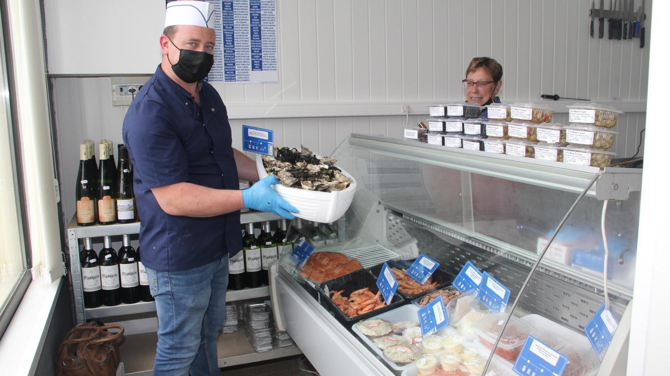 La poissonnerie est ouverte, les primeurs sont disponibles. Un peu de patience pour l'épicerie.