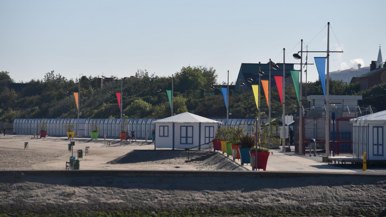 La station balnéaire est prête à vivre une grande saison du côté de Petit-Fort-Philippe. Mais la cerise sur le gâteau (la grande roue) se fait toujours attendre.