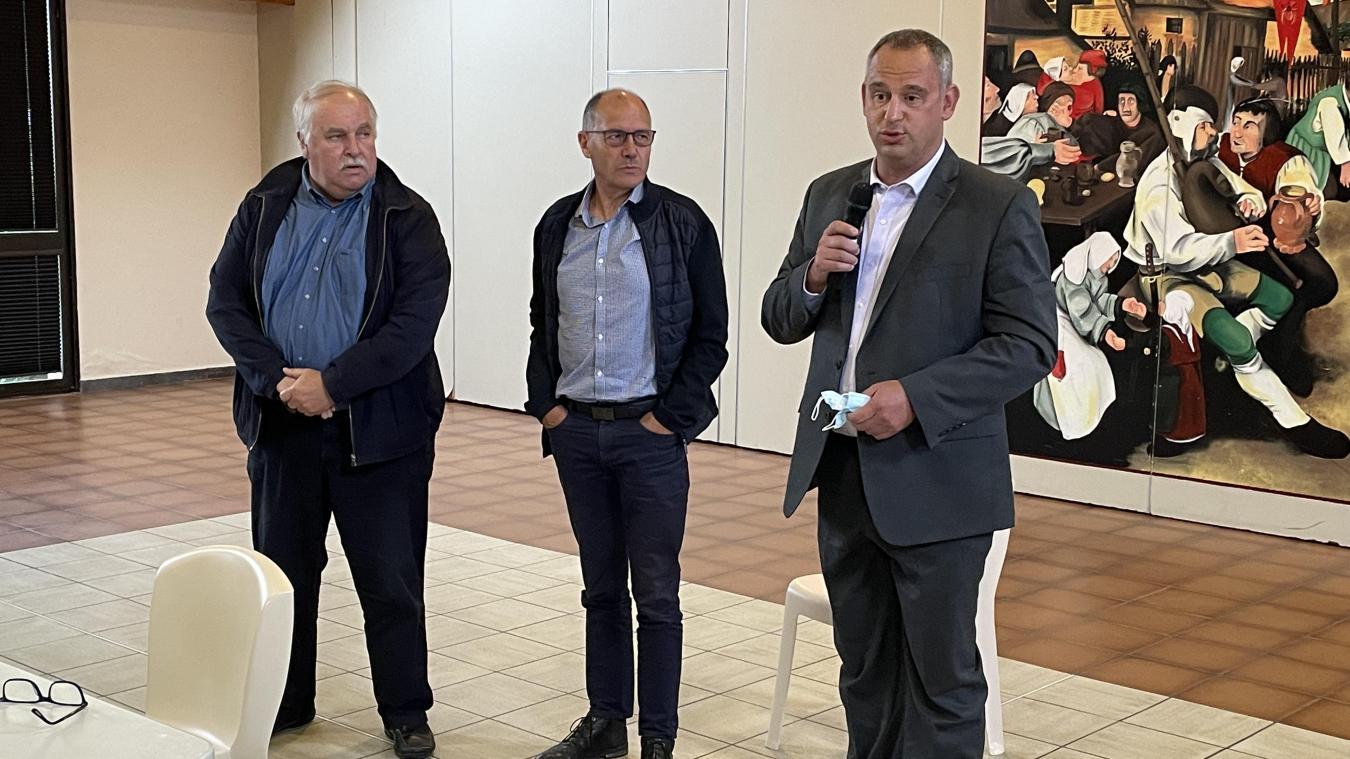 Pierre-Henri Koemoth (à droite) prendra le relais de Guy Catry (au centre) à la rentrée.