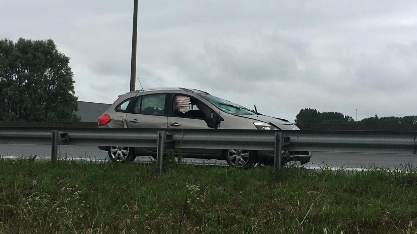 A 16: un automobiliste perd le contrôle de son véhicule