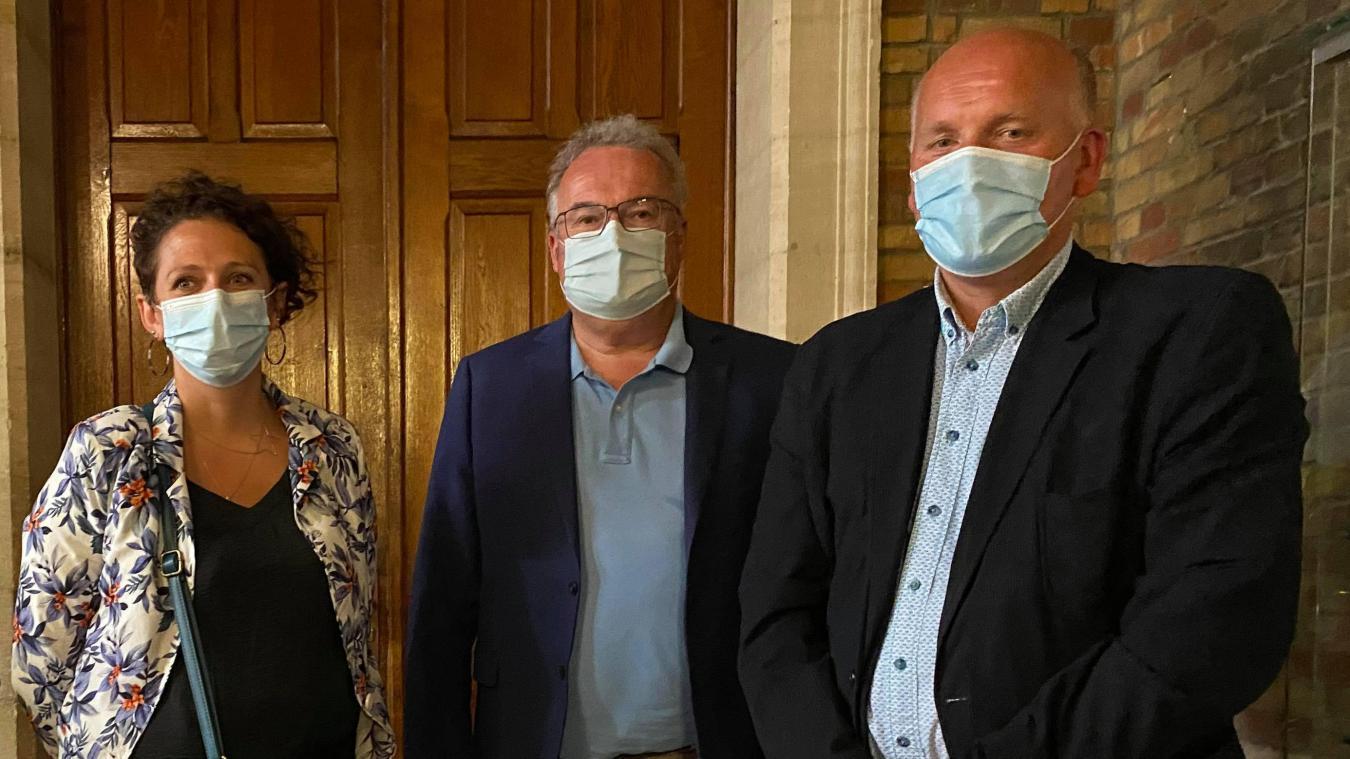 Le conseiller départemental sortant, Jean-Marc Gosset (au centre), s'est montré très attentif au résultat du binôme Dieusaert-Sandra, qui lui succède.