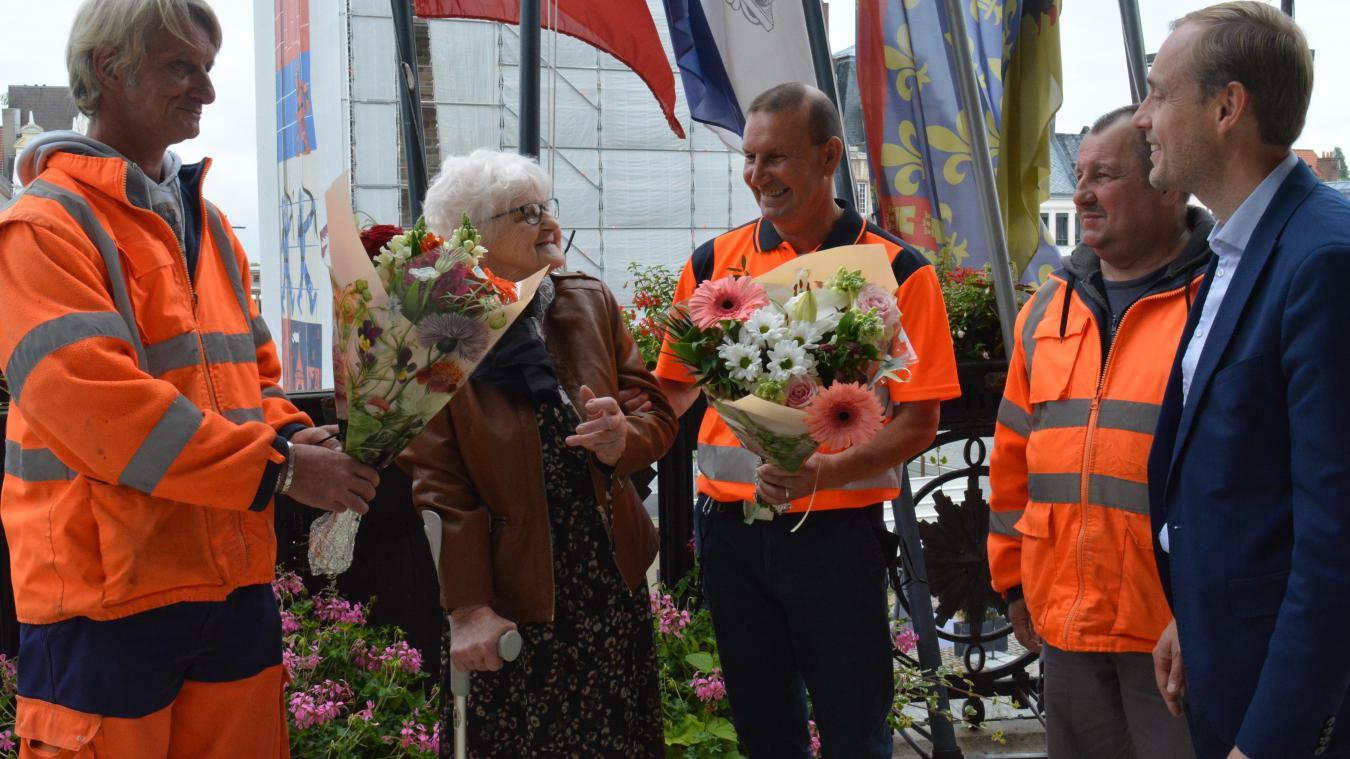 Liliane Obry a pu remercier en personne les trois agents communaux qui lui ont porté secours.