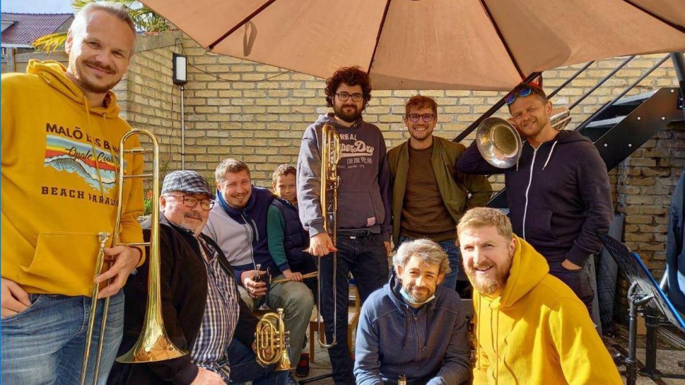 Les Vieux d'la Veille, un groupe de copains musiciens qui aime relever des défis insolites.