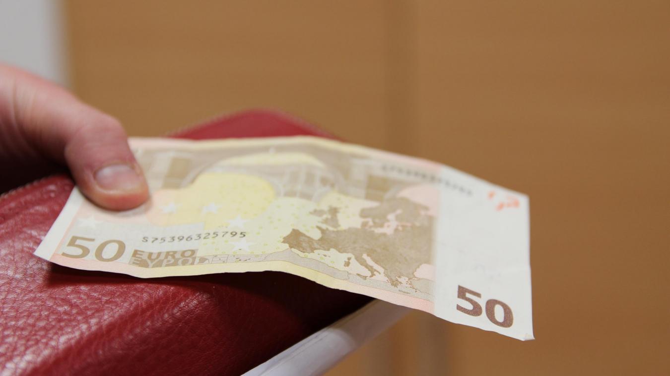 Les hommes avaient utilisé des faux billets de 50 euros pour leurs larcins.