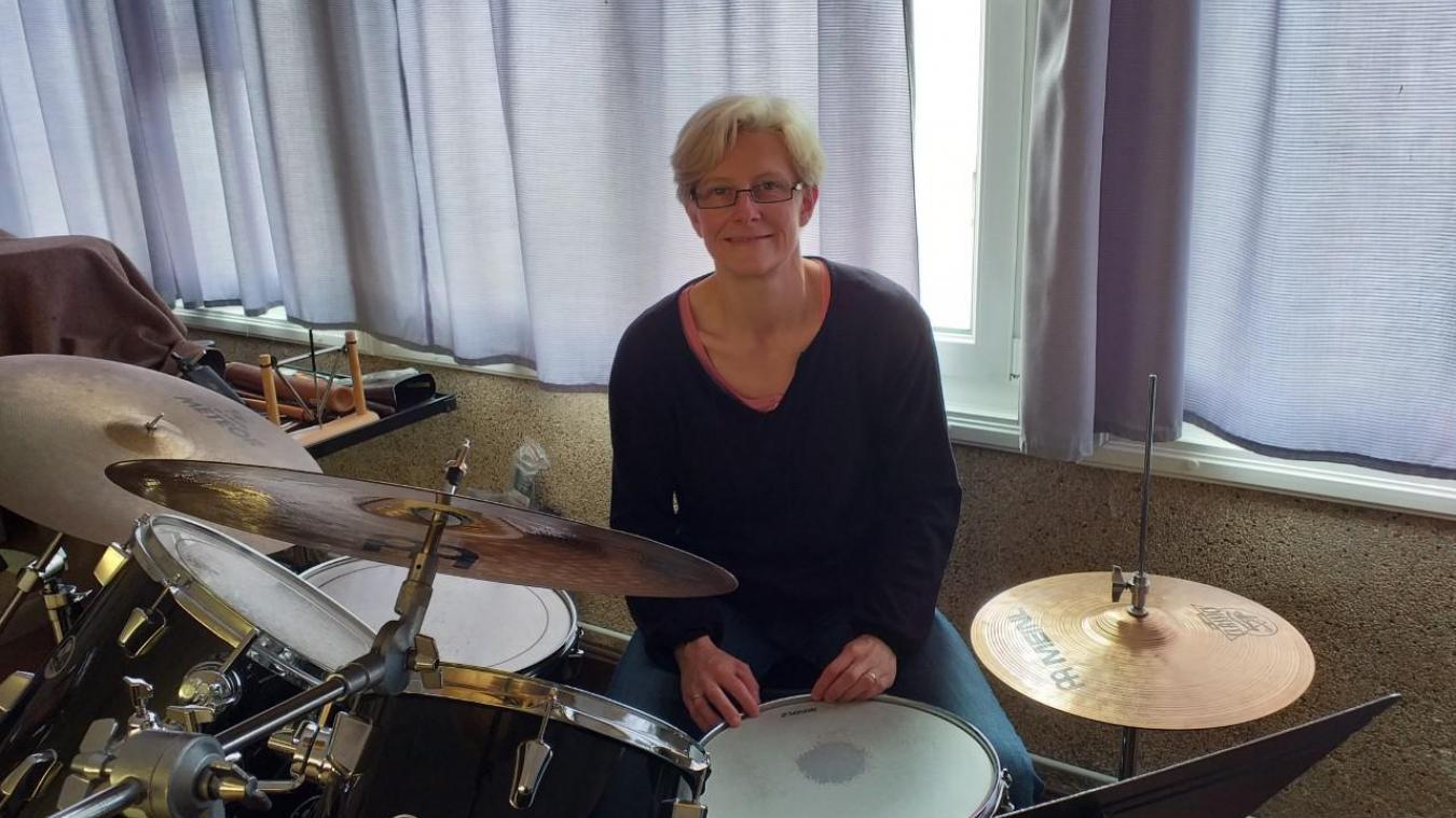 Virginie Beron joue, entre autres, de la batterie.