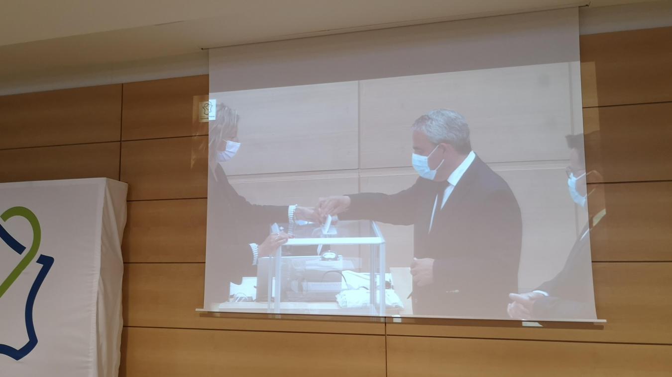 Xavier Bertrand était candidat à sa succession à la tête de la Région. Karima Delli et Sébastien Chenu se sont aussi présentés.