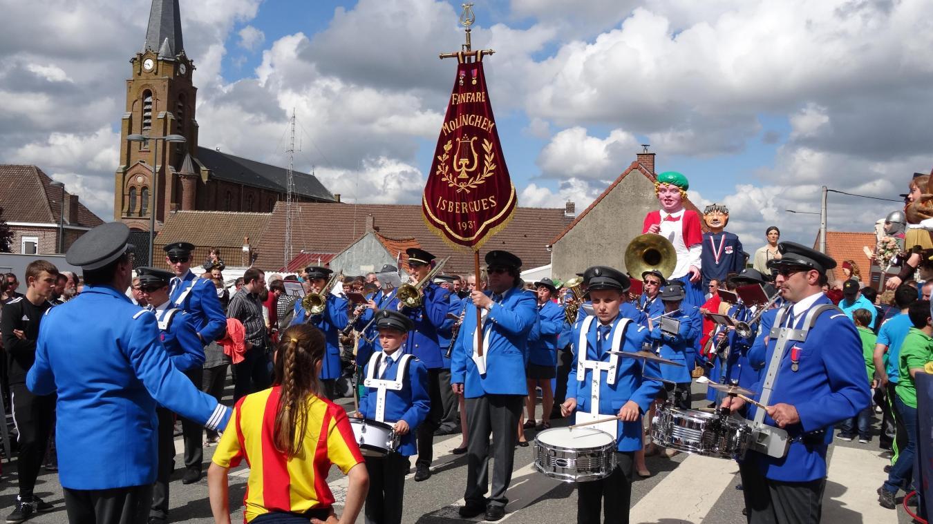 La fanfare représente fièrement Isbergues lors des défiles, comme ici dans les Flandres, à Saint-Sylvestre-Cappel.