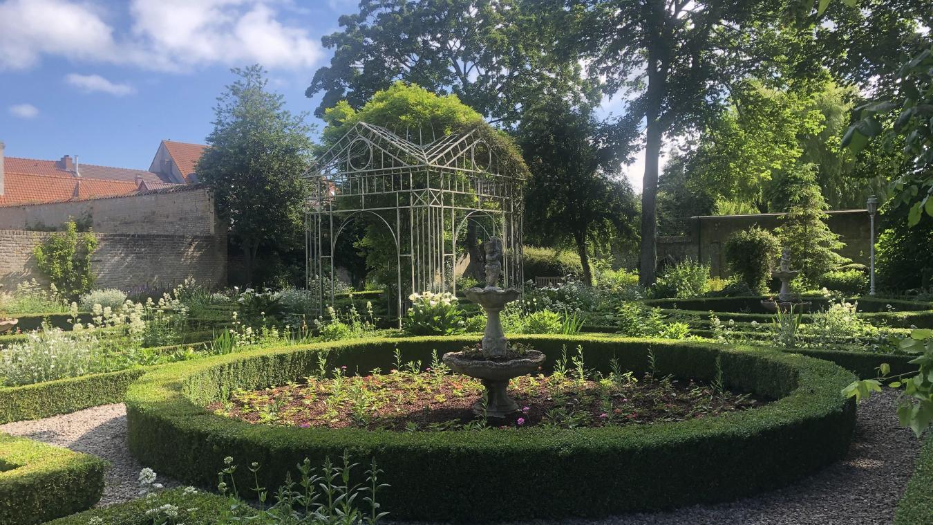 Au centre du jardin se distingue une gloriette datant du 19ème siècle.