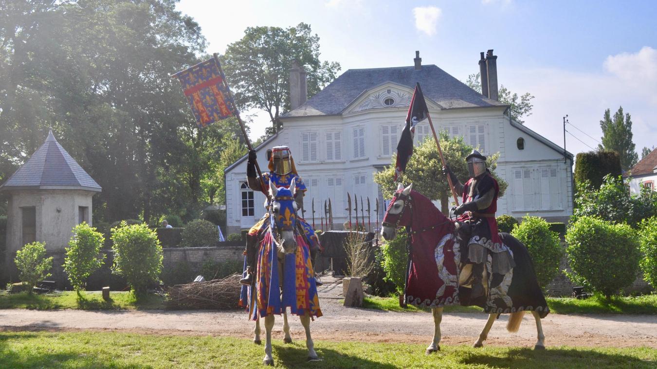 Les chevaux aussi ont leur propres costumes, assortis à ceux des cascadeurs.