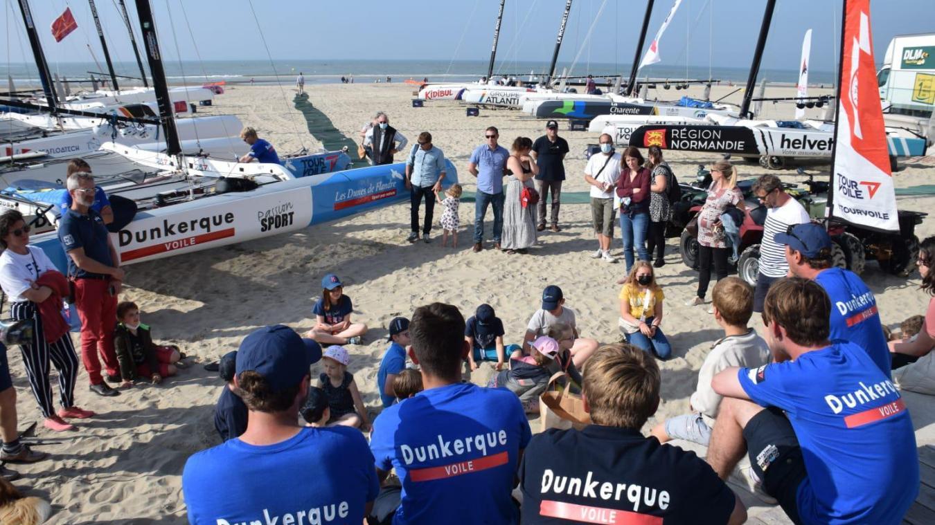 Les cinq membres de l'équipage Dunkerque voile ont pris de leur temps pour échanger avec le public.