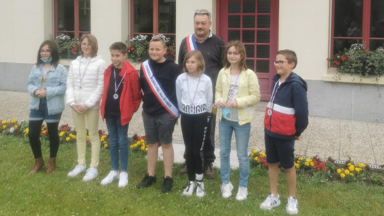 Le maire junior, Martin Saint-Ghislain (au centre), a été élu le lundi 21 juin.