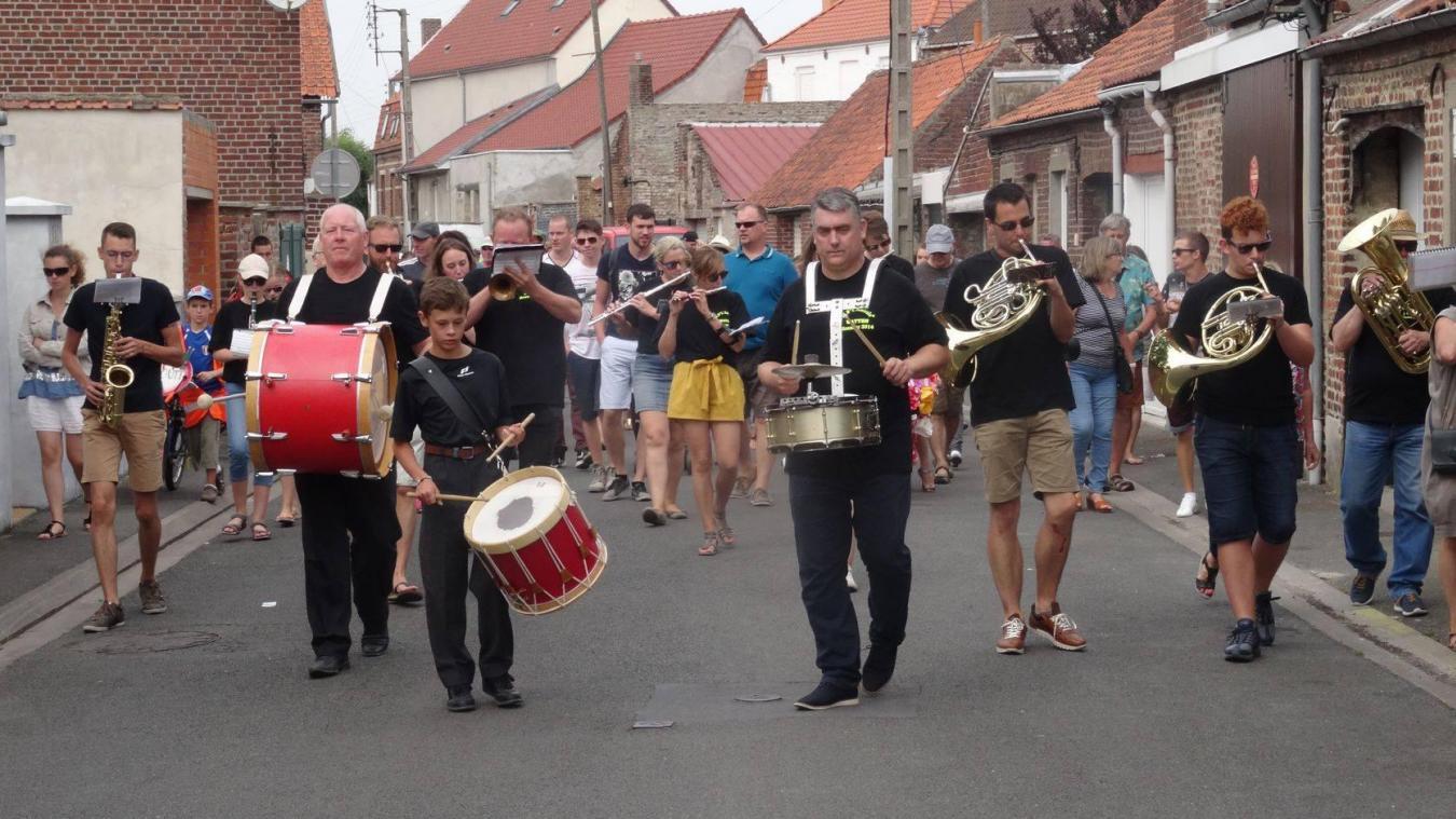 Les harmonies de Watten et Bollezeele se représenteront dans le centre de Watten pour animer les terrasses des cafés-restaurants, comme ici durant la ducasse.