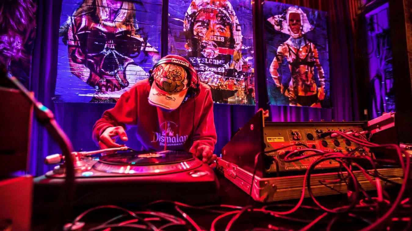 Des DJ présents sur les deux sites pour accompagner en musique les visiteurs à travers cette exposition dynamique !
