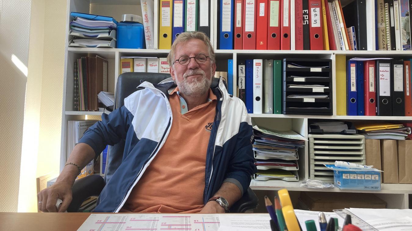 Dominique Douchin, directeur de l'école Saint-Éxupéry, établissement touquettois qu'il s'apprête à quitter après une carrière de 42 ans.