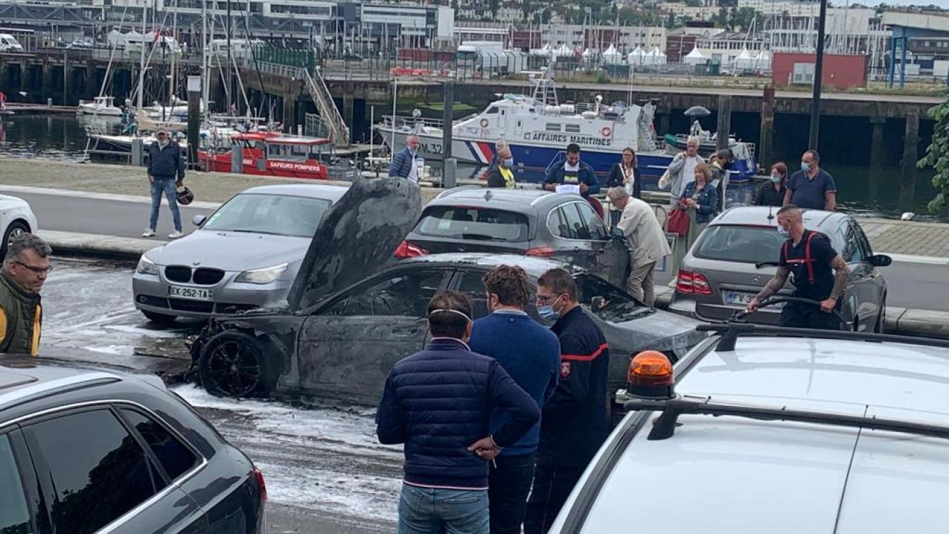 Les pompiers de Boulogne-sur-Mer ont dû intervenir rapidement : le feu s'était déjà propagé à six autres voitures.