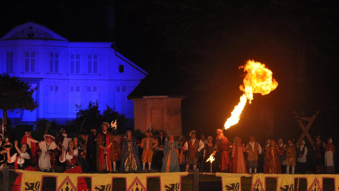 Les cours de France et d'Angleterre devant les festivités du Camp du Drap d'Or.