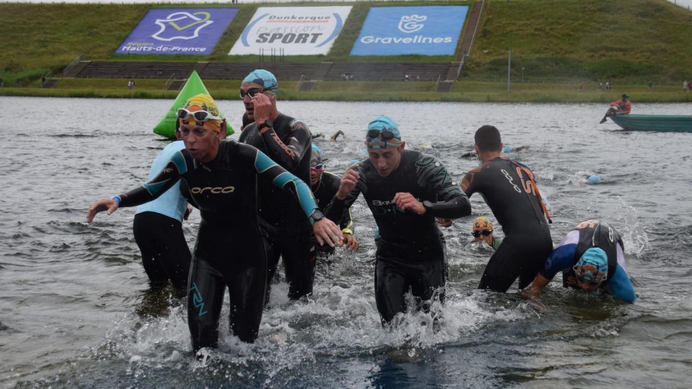 À Gravelines, les concurrents du Chtriman ont démarré leur périple par l'épreuve de natation.