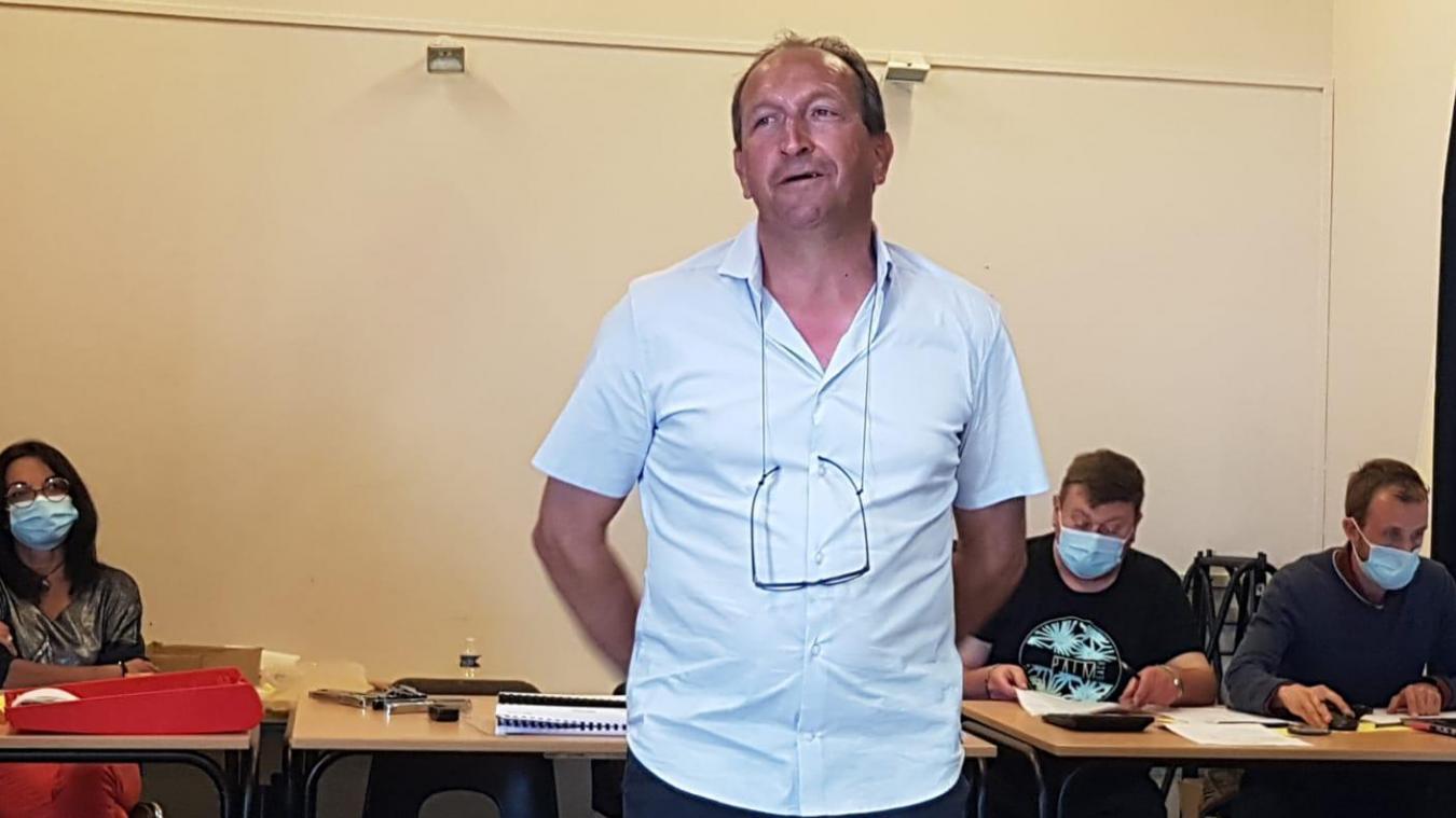 Stéphane Pinto, marin-pêcheur, est élu maire d'Ambleteuse.