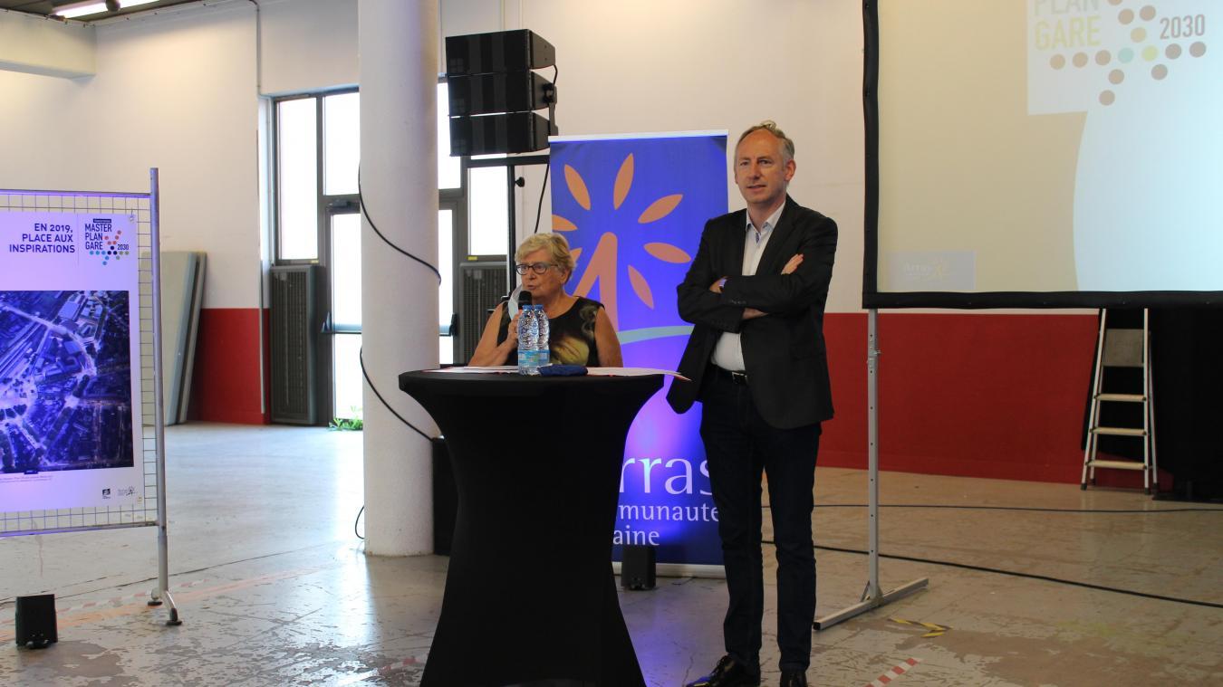 Gauthier Osseland et Françoise Rossignol, vice-présidente de la CUA, ont échangé avec les riverains.