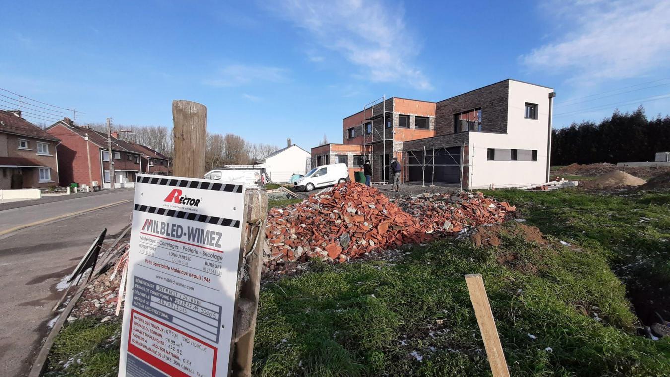 Les nouvelles maisons de cette rue ont déclenché le débat en février 2021.
