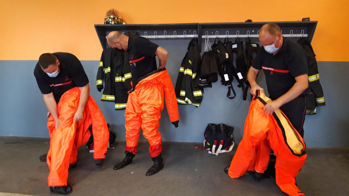 La caserne de Watten a reçu six combinaisons de différentes tailles, mais aussi des chaussons pour aller dans l'eau et des nouveaux gilets sauvetages.