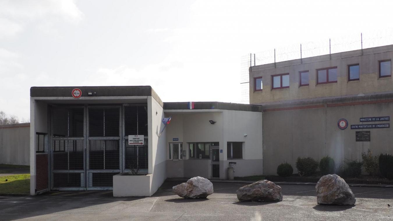 Le centre pénitentiaire de Longuenesse accueille la grande majorité des détenus condamnés par les tribunaux de Boulogne-sur-Mer et de Saint-Omer.