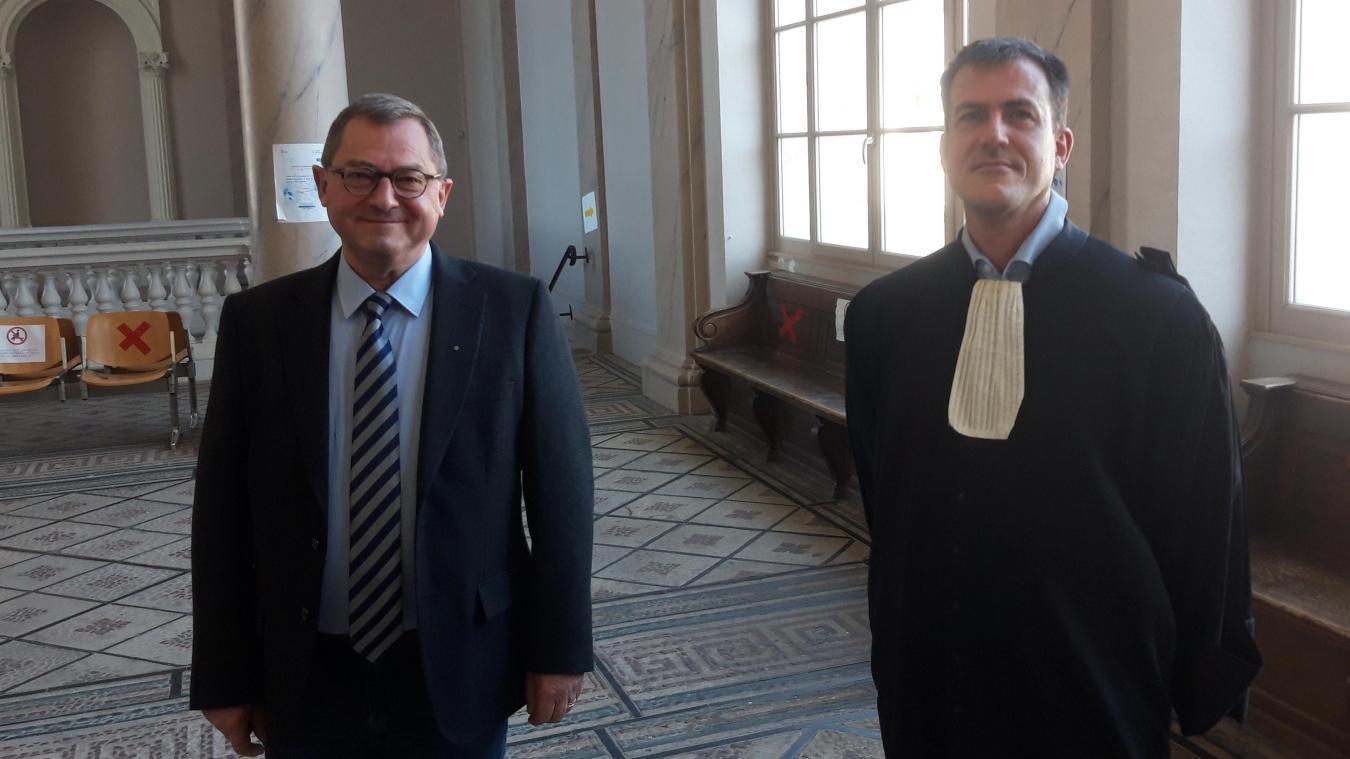 François Dubout et son avocat, M e  Sartiaux, à la sortie de l'audience, le 22 avril dernier.