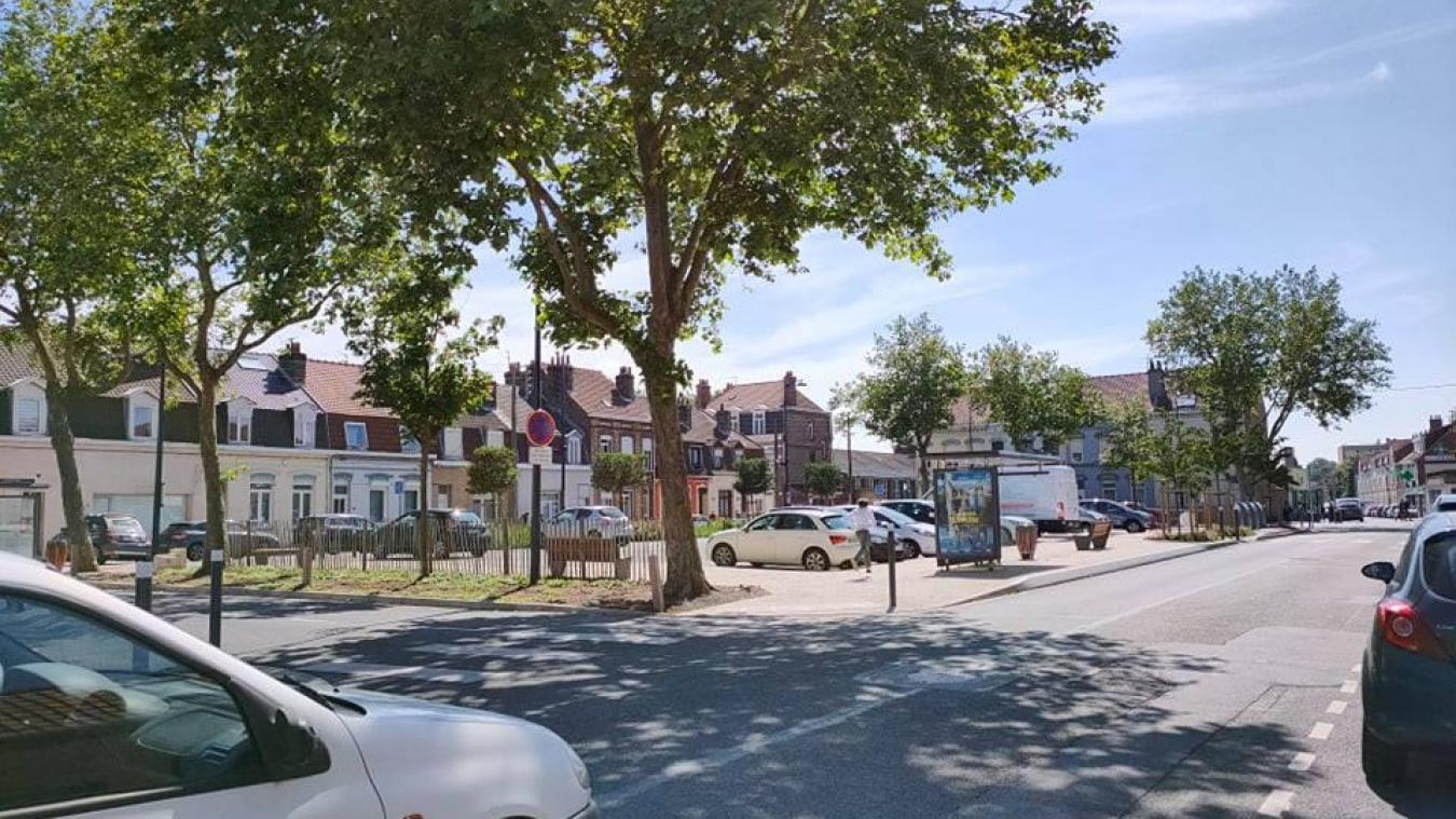 Le retrait du distributeur, qui est intervenu il y a quelques mois, place Louis-XIV, impacte les habitants. La Municipalité a entrepris des démarches pour résoudre cette problématique et ne compte pas s'arrêter là.