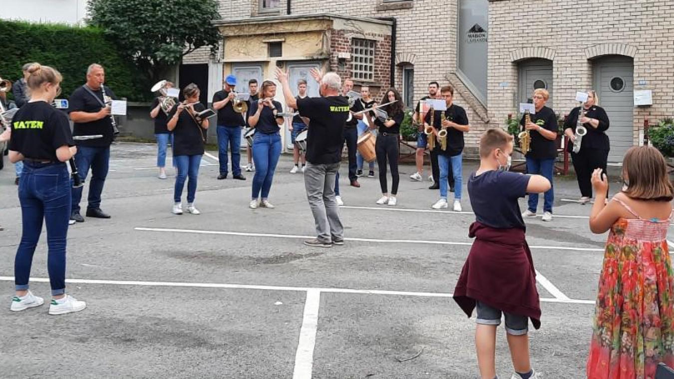 C'est l'harmonie-batterie L'Amicale qui a commencé les week-ends en concert de Watten, dimanche 4 juillet. Section Parade prendra le relais le dimanche 8 août, puis Good morning sister le 22 août, avant de finir avec l'harmonie de Bollezeele le 29 août.